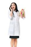 Medico femminile con i libri ed il telefono Immagine Stock