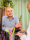 Medico femminile con il paziente senior Immagine Stock