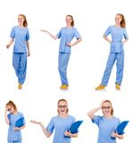 Medico grazioso di dancing in uniforme del blu con i documenti isolati Fotografie Stock