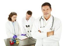 Medico in laboratorio medico Immagini Stock