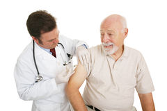 Medico maggiore - iniezione antinfluenzale Fotografie Stock