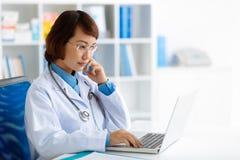 Medico Pensive Immagini Stock Libere da Diritti