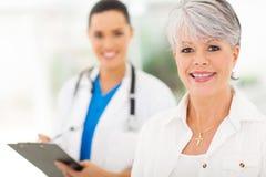 Medico senior della donna fotografia stock libera da diritti