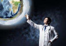 Medico sicuro sulla guardia di salute fotografia stock