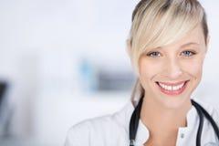 Medico sorridente Immagini Stock Libere da Diritti