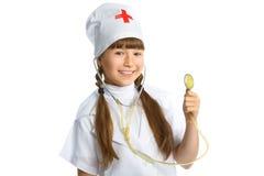 Medico sorridente della ragazza con lo stetoscopio in uniforme Immagini Stock