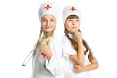 Medico sorridente delle ragazze con lo stetoscopio in uniforme Fotografia Stock