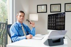 Medico in ufficio Immagine Stock