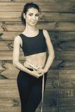 A medida atrativa da menina a cintura, centímetros grava Imagem de Stock Royalty Free