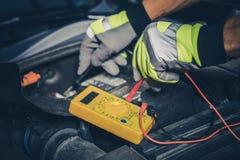 Medida de la batería de coche Imagen de archivo libre de regalías