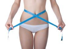 Medida de la cintura de la mujer Imagen de archivo