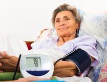Medida de la presión arterial de Digitaces Imagen de archivo