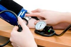 Medida de la presión arterial Foto de archivo libre de regalías