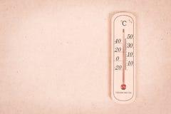 Medida del termómetro 30 grados Imágenes de archivo libres de regalías