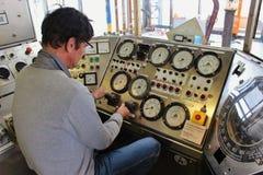 Medida histórica dos instrumentos na indústria da produção de petróleo Foto de Stock