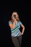 Medidor bonito do flash da posse da jovem mulher Imagem de Stock