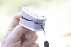 Medidor cardíaco do pulso do dedo fotos de stock royalty free