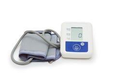 Medidor da pressão sanguínea de Digitas com símbolo do coração do amor no fundo branco Imagem de Stock Royalty Free