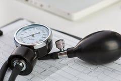Medidor de la presión arterial Foto de archivo libre de regalías