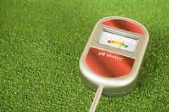 medidor de pH análogo del suelo Fotografía de archivo libre de regalías