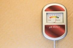 medidor de pH análogo del suelo Imagenes de archivo