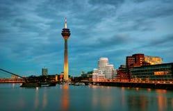 Medienhafen Dusseldorf przy nocą, Niemcy Fotografia Stock