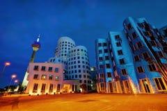 Medienhafen Dusseldorf przy nocą, Niemcy Zdjęcia Stock