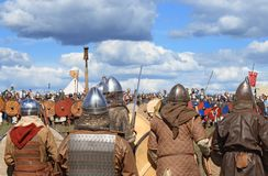 Medieval battle show Voinovo Pole (Warriors' Field). DRAKINO, RUSSIA - AUGUST 23: Free Medieval battle show Voinovo Pole (Warriors' Field) on August 23, 2014 stock photography