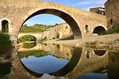 Medieval bridge and houses in Lagrasse, and reflection in the wa Stock Photos