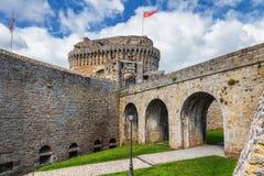 Medieval Castelo de Dinan (Castelo de Dinan) Dinan é um B murado fotografia de stock