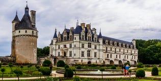Medieval Chateau de Chenonceau che misura fiume Cher in Loire Valley in Francia immagine stock libera da diritti