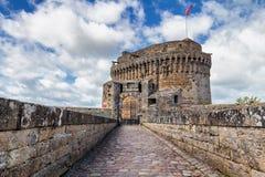 Medieval Chateau de Dinan (Castle de Dinan) Dinan es un B emparedado foto de archivo