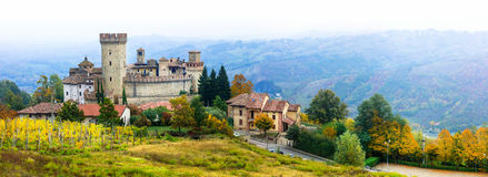 Medieval village borgo Vigoleno with well preserved castle in Stock Images