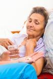 Medikation für ältere Personen Lizenzfreies Stockfoto