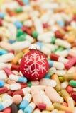 Medikation und Pillen für Weihnachten lizenzfreie stockfotos