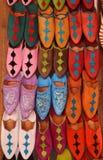 Medina του Μαρόκου, Μαρακές, ζωηρόχρωμες παντόφλες Στοκ Εικόνες