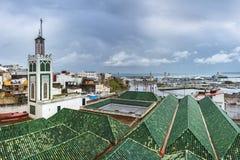 Medina του Tangier με έναν μιναρές και το kasbah στοκ φωτογραφίες με δικαίωμα ελεύθερης χρήσης