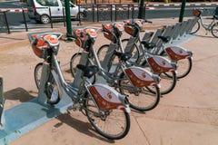 Medina cyklar som väntar på kunder Arkivbilder