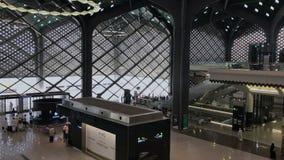 Medina, la Arabia Saudita - 27 de mayo de 2019: Vista superior de un interior de la estación de HSR Madinah en Medina, la Arabia  metrajes