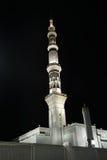 Medina moské på natten Arkivfoton