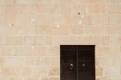 Medina vägg med dörr (2) Royaltyfri Bild