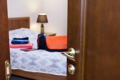 Medio abierto la puerta en dormitorio Foto de archivo libre de regalías