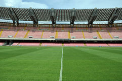 Medio campo en estadio de fútbol Imagenes de archivo