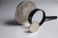 Medio dólar magnificado al tamaño enorme Foto de archivo