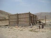 Medio de dagwoestijn van Oman tussen kust en bergen stock afbeeldingen