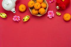 Medio de la lengua china rico o rico y feliz Año Nuevo lunar de la opinión de sobremesa y fondo chino del concepto del Año Nuevo  imágenes de archivo libres de regalías