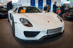 Medio-motorige insteek hybride sportwagen Porsche 918 Spyder, 2015 Stock Foto's