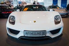 Medio-motorige insteek hybride sportwagen Porsche 918 Spyder, 2015 Stock Afbeeldingen