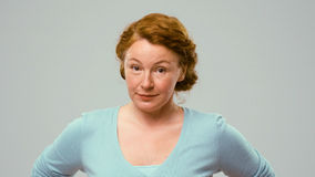 Medio oude actrice die emoties van eis tonen royalty-vrije stock fotografie