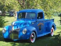 Medio Ton Truck azul clásico restaurado Imagen de archivo